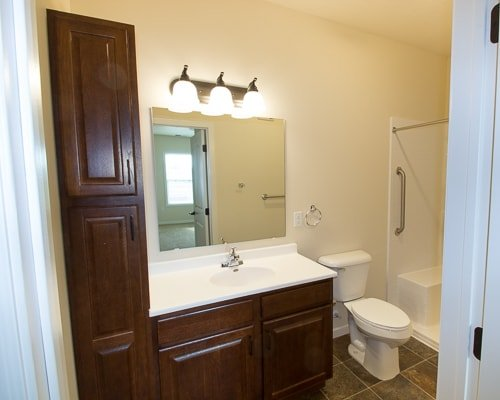 NRVCommons-0786_Dogwood-Master-Bathroom-min